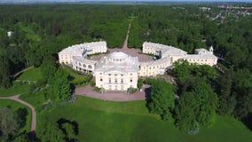 Palacio de Pavlovsk La visión desde la tapa Vecindad de St Petersburg, Rusia metrajes