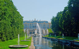 Palacio de Peterhof foto de archivo