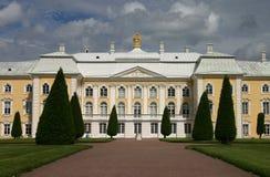 Palacio de Peterhof Imágenes de archivo libres de regalías