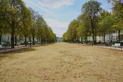 Palacio de Poppelsdorf en el final lejano de Poppelsdorfer Allee en Bonn, Alemania imágenes de archivo libres de regalías