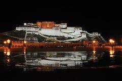 Palacio de Potala en la noche Foto de archivo libre de regalías