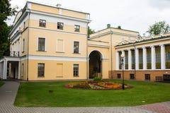 Palacio de Rumyantsev - Paskevich en el parque de la ciudad de Gomel, Bielorrusia Imagenes de archivo