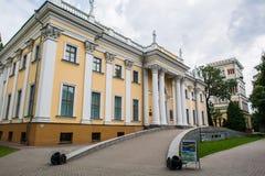 Palacio de Rumyantsev - Paskevich en el parque de la ciudad de Gomel, Bielorrusia Fotos de archivo libres de regalías