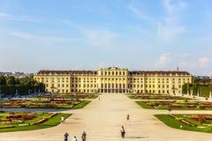 Palacio de Schonbrunn, un lugar famoso del interés, verano hermoso imagen de archivo libre de regalías