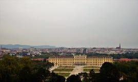 Palacio de Schonbrunn y la ciudad de Viena Foto de archivo