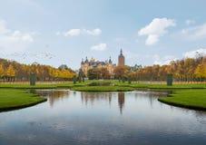 Palacio de Schwerin y jardín del palacio fotografía de archivo libre de regalías
