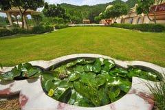 Jardín del palacio de Sisodia Rani en Jaipur Fotos de archivo libres de regalías