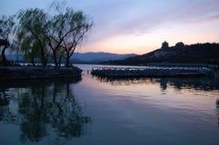 Palacio de verano en la puesta del sol Fotografía de archivo