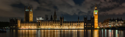 Palacio de Westminster en Londres en la noche imagen de archivo libre de regalías