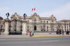 Palacio del gobierno en Plaza de Armas Imágenes de archivo libres de regalías