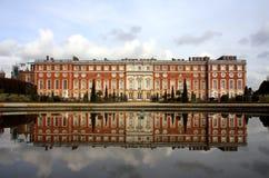 Palacio del Hampton Court Foto de archivo libre de regalías