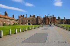 Palacio del Hampton Court Imagen de archivo libre de regalías