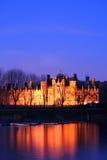 Palacio del Hampton Court en la noche Foto de archivo