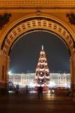 Palacio del invierno en tiempo de la Navidad Fotografía de archivo libre de regalías