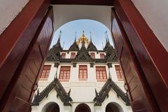 Palacio del metal de Loha Prasat en el templo de Wat Ratchanaddar Fotos de archivo libres de regalías