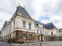 Palacio del parlamento de Bretaña contra el cielo foto de archivo