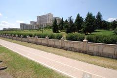 Palacio del parlamento, pared, cielo, hierba, calzada Imagenes de archivo