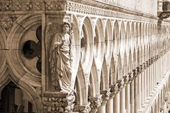 Palacio ducal - detalle (sepia), Venecia Fotos de archivo libres de regalías