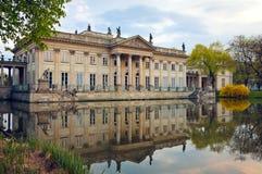 Palacio en el agua/la Varsovia Foto de archivo libre de regalías