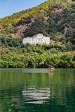 Palacio en el lago Foto de archivo