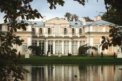 Palacio en el oranienbaum del parque Fotografía de archivo