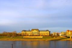 Palacio en el tiempo de la puesta del sol Imagen de archivo libre de regalías