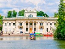 Palacio en la isla El Lazienki real, parque del azienki del  de Å, Varsovia polonia Imagen de archivo