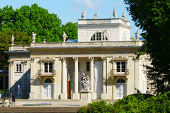 Palacio en la isla en parque real de los baños de Warsaw's, Foto de archivo