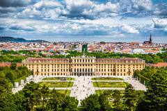 Palacio famoso de Schonbrunn en Viena, Austria Foto de archivo libre de regalías
