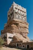 Palacio hajar del al de Dar en el dhahr Yemen del lecho de un río seco Imágenes de archivo libres de regalías
