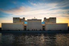 Palacio hermoso en la puesta del sol foto de archivo libre de regalías