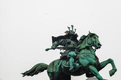 Palacio imperial de Tokio | Estatua del samurai de la señal en Japón el 31 de marzo de 2017 Foto de archivo