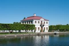 Palacio margoso en Peterhof, St Petersburg, Rusia Fotografía de archivo libre de regalías