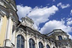 Palacio medieval abandonado fotos de archivo