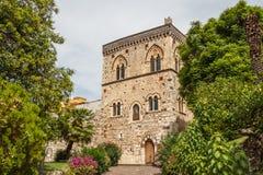 Palacio medieval en el centro histórico de Taormina foto de archivo libre de regalías