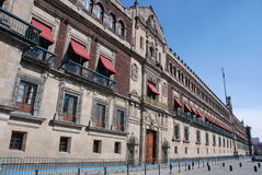 Palacio Nacional (национальный дворец) на Zócalo, Мехико Стоковая Фотография