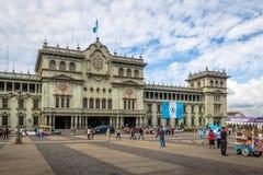 Palacio nacional de Guatemala en el cuadrado ciudad de Guatemala, Guatemala de Plaza de la Constitucion Constitution fotos de archivo