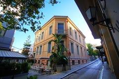 Palacio neoclásico en el distrito de Plaka imagen de archivo