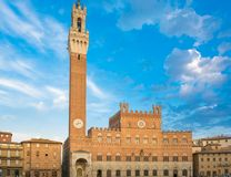 Palacio público con el Torre del Mangia en Siena, Toscana Fotos de archivo libres de regalías