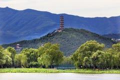 Palacio Pekín China de Yue Feng Pagoda Lotus Garden Summer Imágenes de archivo libres de regalías