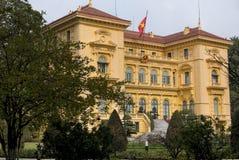 Palacio presidencial en jardín y con el indicador. Foto de archivo libre de regalías