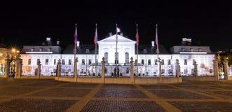 Palacio presidencial (palacio de Grassalkovich) en palo de golf Fotos de archivo libres de regalías