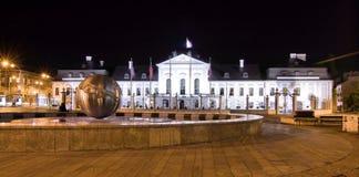Palacio presidencial (palacio de Grassalkovich) en palo de golf Foto de archivo libre de regalías