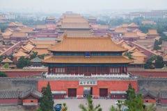 Palacio prohibido cubierto por la niebla con humo y la contaminación atmosférica en Pekín, China Foto de archivo