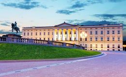 Palacio real en Oslo, Noruega imagenes de archivo
