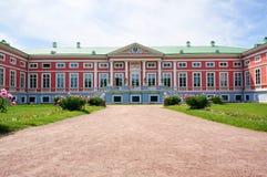 Palacio rosado en el verano (estado de Kuskovo cerca de Moscú) Fotos de archivo