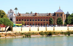 palacio san seville telmo för de guadalquivir royaltyfri bild