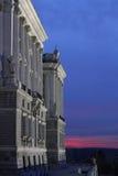 Palacio verklig de Madrid på den blåa timmen Fotografering för Bildbyråer