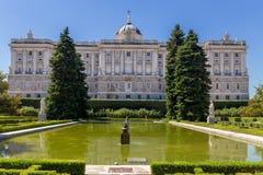 Palacio verklig sikt från trädgårdar i Madrid, Spanien Fotografering för Bildbyråer