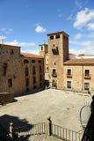 Palacio y catedral, San Jorge cuadrado, Caceres, Extremadura, España de Golfines Imagen de archivo libre de regalías